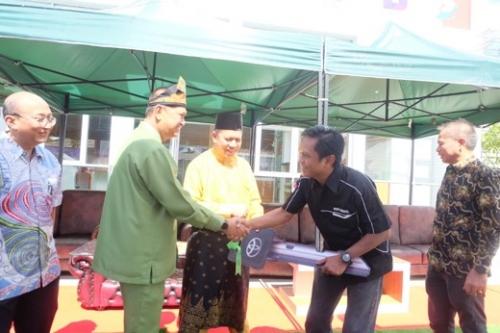 Serahkan Ambulance dari CSR PT Automall kepada MPI, Wabup Inhil : Jaga dan Rawat dengan Baik