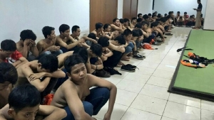 Suporter dan Polisi Bentrok di GBK, 1 Tewas, Puluhan Luka-luka dan Ratusan Orang Diamankan
