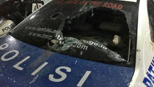 Mobil Polisi Juga Rusak Diamuk Suporter di GBK, Ini Penampakannya