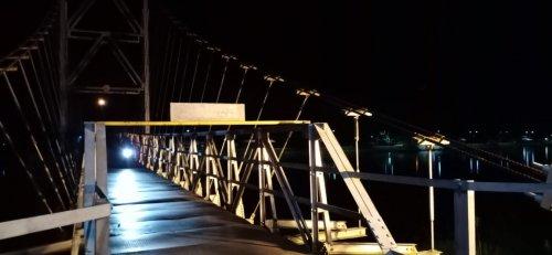 Sempat Dikeluhkan Warga, Kini Jembatan Gantung Telukkuantan Kembali Terang