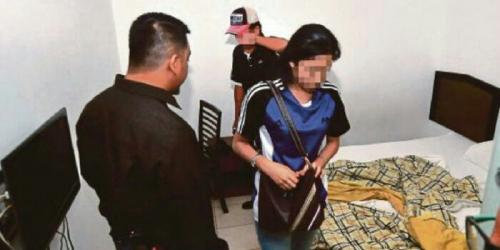 Kepergok Mesum di Kamar Hotel, Gadis ABG Ini Tak Sempat Kenakan Celana Dalam