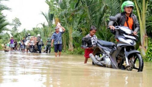 Mobil Terjebak Banjir Lumpur, Satu Keluarga Tewas Keracunan AC