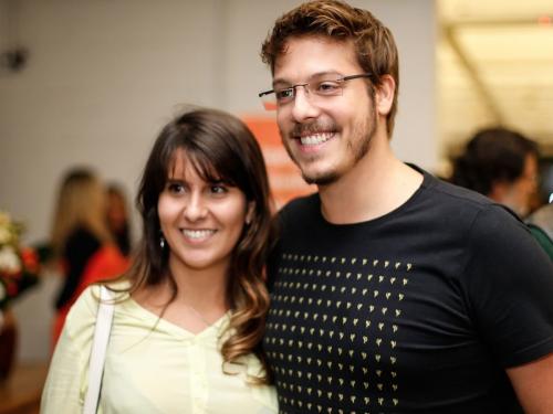 Istrinya Muncul Tanpa Busana Saat Siaran Langsung, Wartawan Ini Tanggapi dengan Santai dan Tertawa