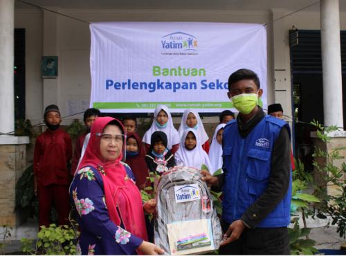 Puluhan Yatim dan Dhuafa di Pekanbaru Terharu Terima Bantuan Perlengkapan Sekolah