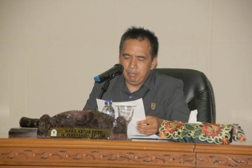 7 Fraksi di DPRD Inhil Berikan Pandangan Umum Pidato Bupati Tentang Ranperda Pertanggungjawaban APBD tahun 2014
