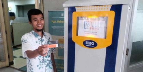Wah... Mesin ATM Ini Bukan Mengeluarkan Duit, Tapi Beras