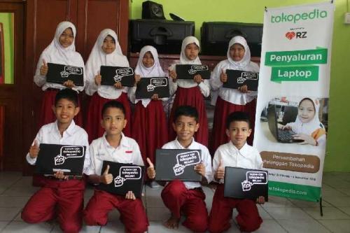 Tokopedia Bantu 10 Laptop untuk SD Juara Pekanbaru