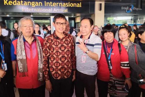 Saat Virus Corona Teror Dunia, Gubernur Sumbar Sambut 150 Turis China di Bandara Minangkabau