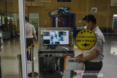Penumpang Luar Negeri yang Turun di Bandara SSK II Pekanbaru Diperiksa Terkait Virus Corona