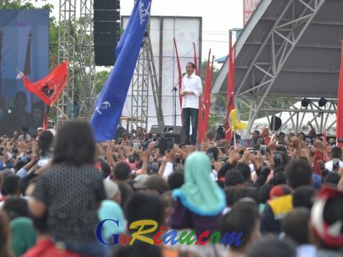 Puluhan Ribu Warga Dumai Padati Kampanye Jokowi di Lapangan Taman Bukit Gelanggang Dumai