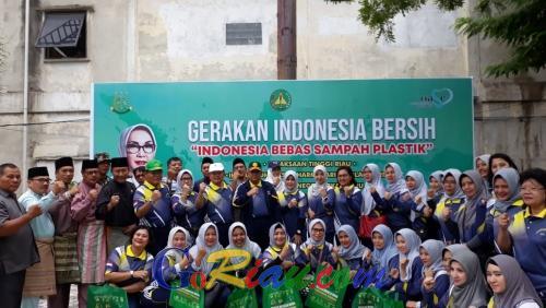 Wagubri Edy Nasution Ajak Warga Gelorakan Riau Bersih Bebas Sampah Plastik di Pasar Bawah Pekanbaru
