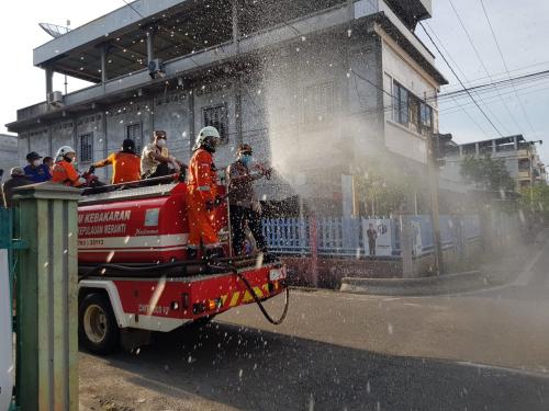 Wabup Said Hasyim bersama Kapolres Pimpin Penyemprotan Disinfektan di Kota Selatpanjang