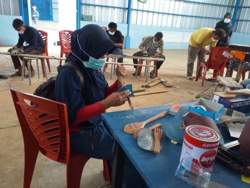 GoRiau - Berbagai Produk Kerajinan Dihasilkan dari Limbah ...