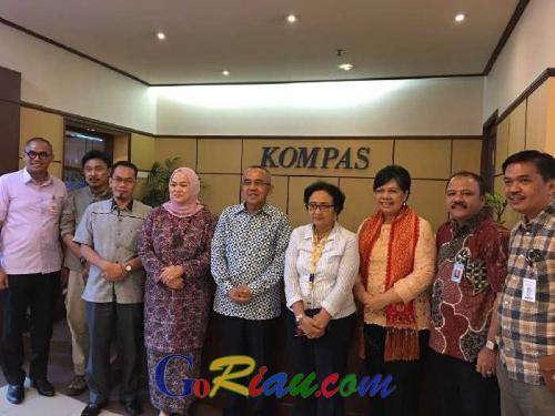 Sehari Resmi Sandang Gelar Gubernur Riau, Arsyadjuliandi Rachman Tancap Gas Promosi Riau Menyapa Dunia