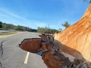 Lebih Separuh Jalan Lingkar Kota Bangkinang di Riau Amblas