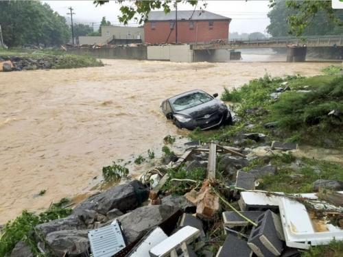 Inilah Banjir Terburuk Dalam Satu Dekade Sejarah West Virginia, Puluhan Jiwa Tewas, Penyelamatan Masih Terus Dilakukan