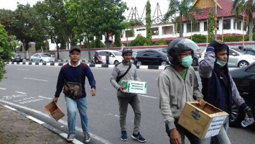 Dampak dari Pemadaman PJU yang Disebabkan Utang - Piutang, Masyarakatpun Kumpul Koin untuk Pemko