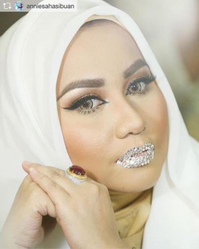 Gaya Hidup Mewah Anniesa Bos First Travel, Taburkan Kristal ke Bibir dan Pamerkan di Media Sosial, Begini Penampakannya