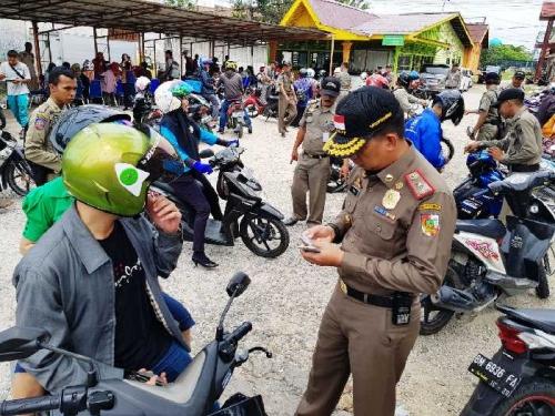 151 Orang Terjaring Razia KTP yang Digelar Satpol PP Pekanbaru di Jalan Tuanku Tambusai