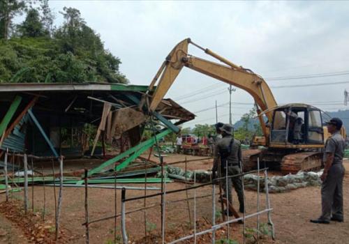 Akhirnya, Tim Yustisi Kampar Bongkar Belasan Warung Remang-remang di Perbatasan Riau - Sumbar
