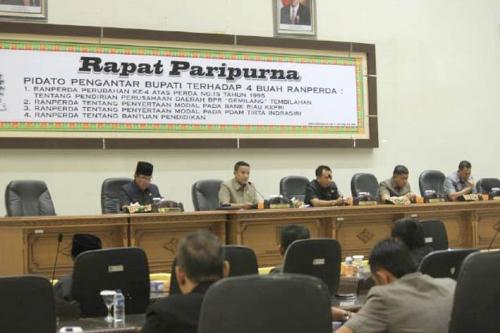 Ketua DPRD Inhil Pimpin Rapat Paripurna ke-7 Masa Persidangan 3 Tentang 4 Ranperda