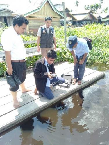 Dinas Perikanan Pelalawan Ambil Sampel Ikan Mati di Sungai Kampar untuk Diteliti BBAT Jambi