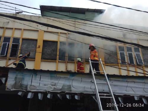 Konsleting Arus Listrik, Toserba 6000 Kangen di Jalan Bukit Barisan Terbakar