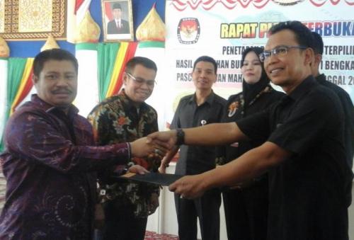 KPU Tetapkan Amril Mukminin-Muhammad Pemenang Pilkada Bengkalis 2015