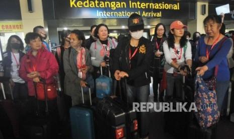 Ditolak Masyarakat, 150 Turis China Batal ke Tanah Datar