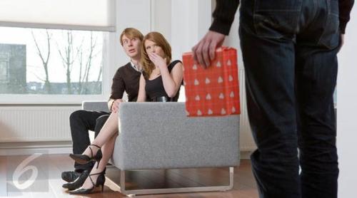 5 Hari tak Pulang, Suami Akhirnya Pergoki Istri Bersama Bosnya di Kamar Hotel