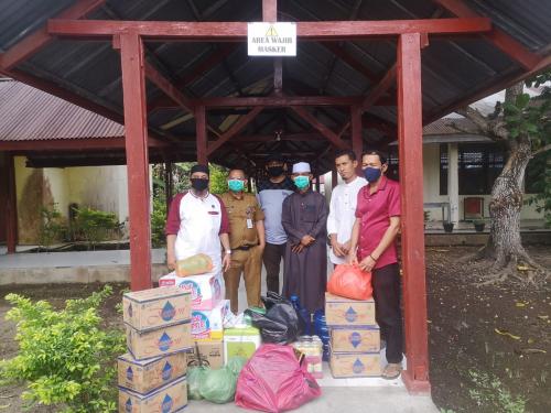 FPI bersama YFM Salurkan Bantuan untuk Warga yang Diisolasi di Gedung BLK Meranti