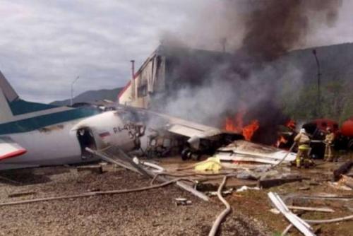 Pesawat Bermuatan 48 Orang Terbakar Saat Mendarat Darurat, Begini Penampakannya