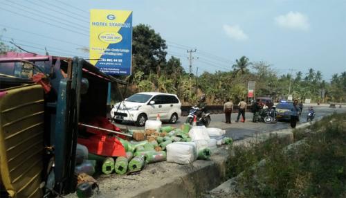 Motornya Ditabrak Truk di Lintas Sumatera, Pasutri dan 2 Anaknya Tewas