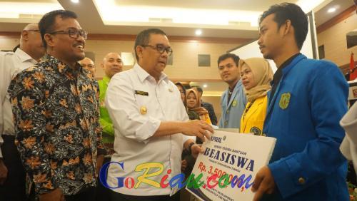 Wagubri Berharap Program Beasiswa Pendidikan RAPP Dapat Turunkan Angka Putus Sekolah di Riau