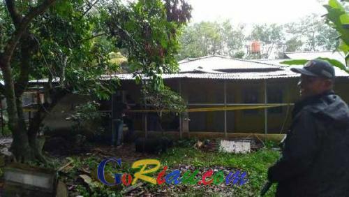 BreakingNews: Polda Riau Gerebek Sebuah Rumah di Semak-semak yang Diduga Tempat Meracik Narkoba
