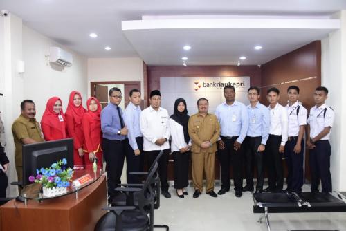 Bupati Amril Resmikan Kantor Kas BRK Tanjung Medang