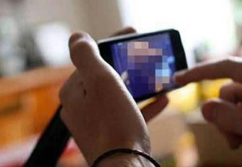 Tak Terima Diputuskan, Seorang Pemuda Kirim Video Mesum ke Ibu dan Guru Pacarnya