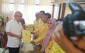 Buktikan Keseriusan, Andi Rachman Antarkan Langsung Formulir Pendaftaran Penjaringan Calon Ketua Golkar Riau
