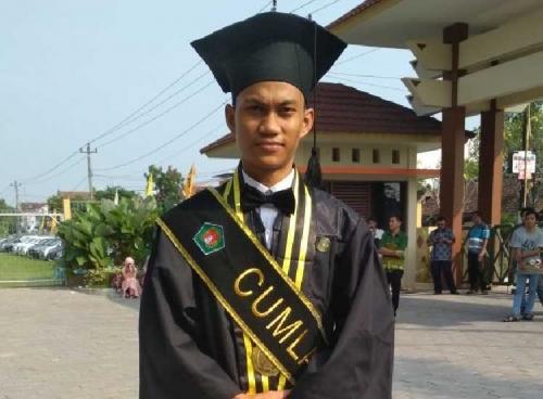 Masih Ingat Mujiono Si Penerima Beasiswa RAPP, Ia Lulus dengan Prediket Cum Laude