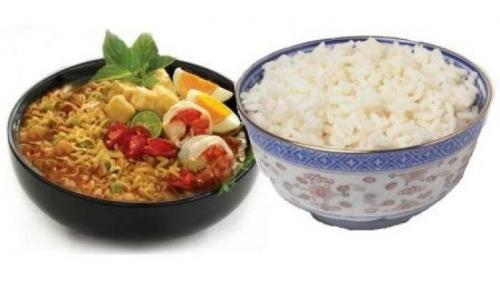 Jangan Makan Mi Instan Campur Nasi, Ini Bahayanya