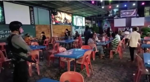 Bandel Buka Sampai Dini Hari, Polisi Bubarkan Paksa Pengunjung di Pujasera 88 Pekanbaru