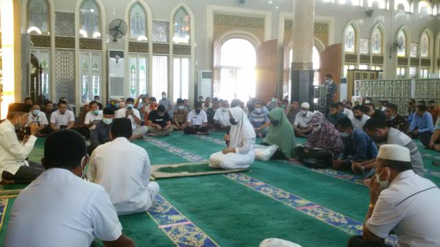 Dian Novita Lubis Bersyahadat Disaksikan Ratusan Jamaah Masjid Ar Rahman