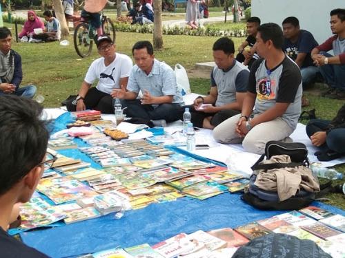 FTBM Adakan Diskusi Santai Bersama Komisioner KPU Riau di RTH Kaca Mayang