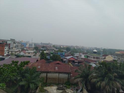 Kabut Asap Mulai Selimuti Pekanbaru, Warga Keluhkan Udara Tidak Sehat