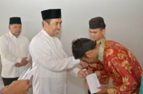 Raih Juara III MTQ Tingkat Provinsi Riau, Bupati Siak Serahkan Bonus untuk Qari dan Qariah Terbaik