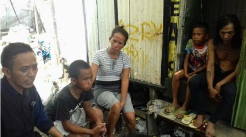 Memilukan, 2 Bocah Bersaudara di Kota Besar Indonesia Terpaksa Bergantian Seragam ke Sekolah