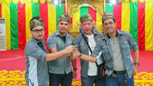 HRV Devotee Indonesia Chapter Pekanbaru Pasangkan Tanjak Sambut Kedatangan 13 Peserta HDI Touring The Sumatera Island