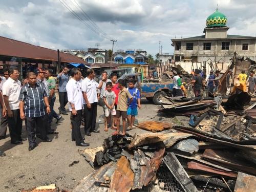 Setelah Halim dan Andi, Kini Giliran Mursini Meninjau Pasar Lubukjambi yang Terbakar
