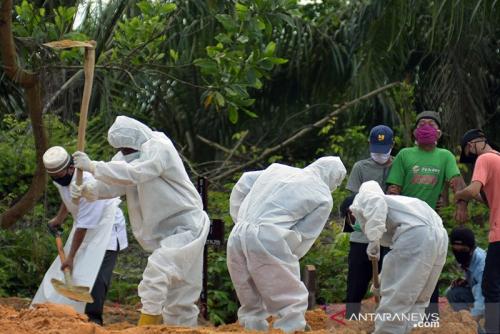 Begini Rutinitas Hidup Dokter dan Penggali Kubur Selama Pandemi Covid-19 di Pekanbaru