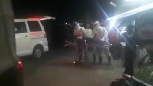 Gadis Pingsan di Jalan, Dievakuasi Petugas Pakai APD Lengkap dan Dikawal Brimob, Ternyata Usai Diputus Pacar